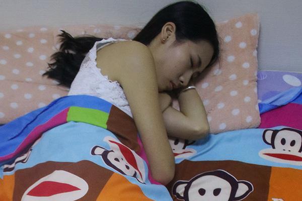 晚上12点之后睡觉算不算熬夜?你要小心身体这几个变化 第1张