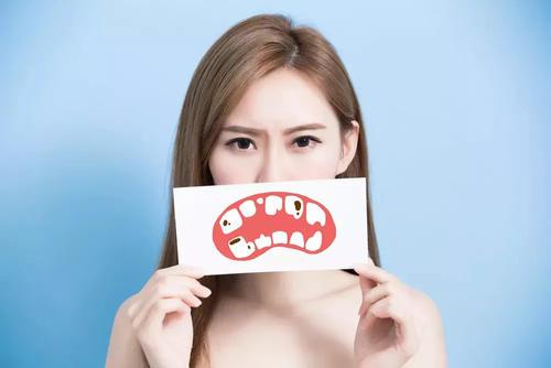 牙龈出血是什么原因?(看医生怎么说的) 第1张