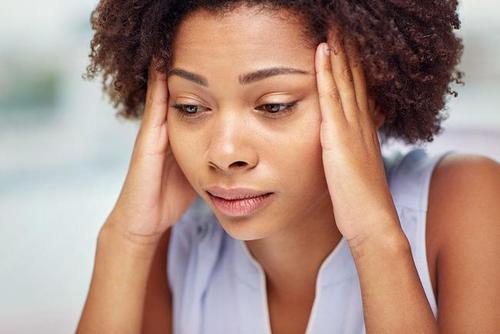 中耳炎患者在鼓膜穿孔的急性期,可能有少量出血 第1张