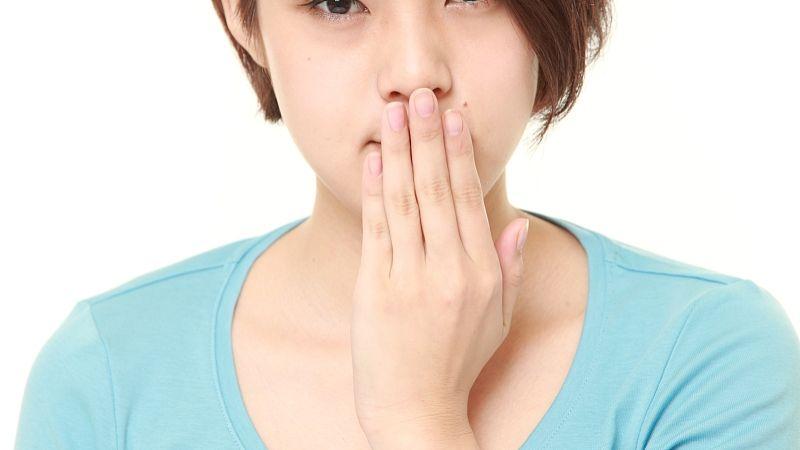口腔溃疡会出现在颊、唇及上腭、舌侧等粘膜处 第1张